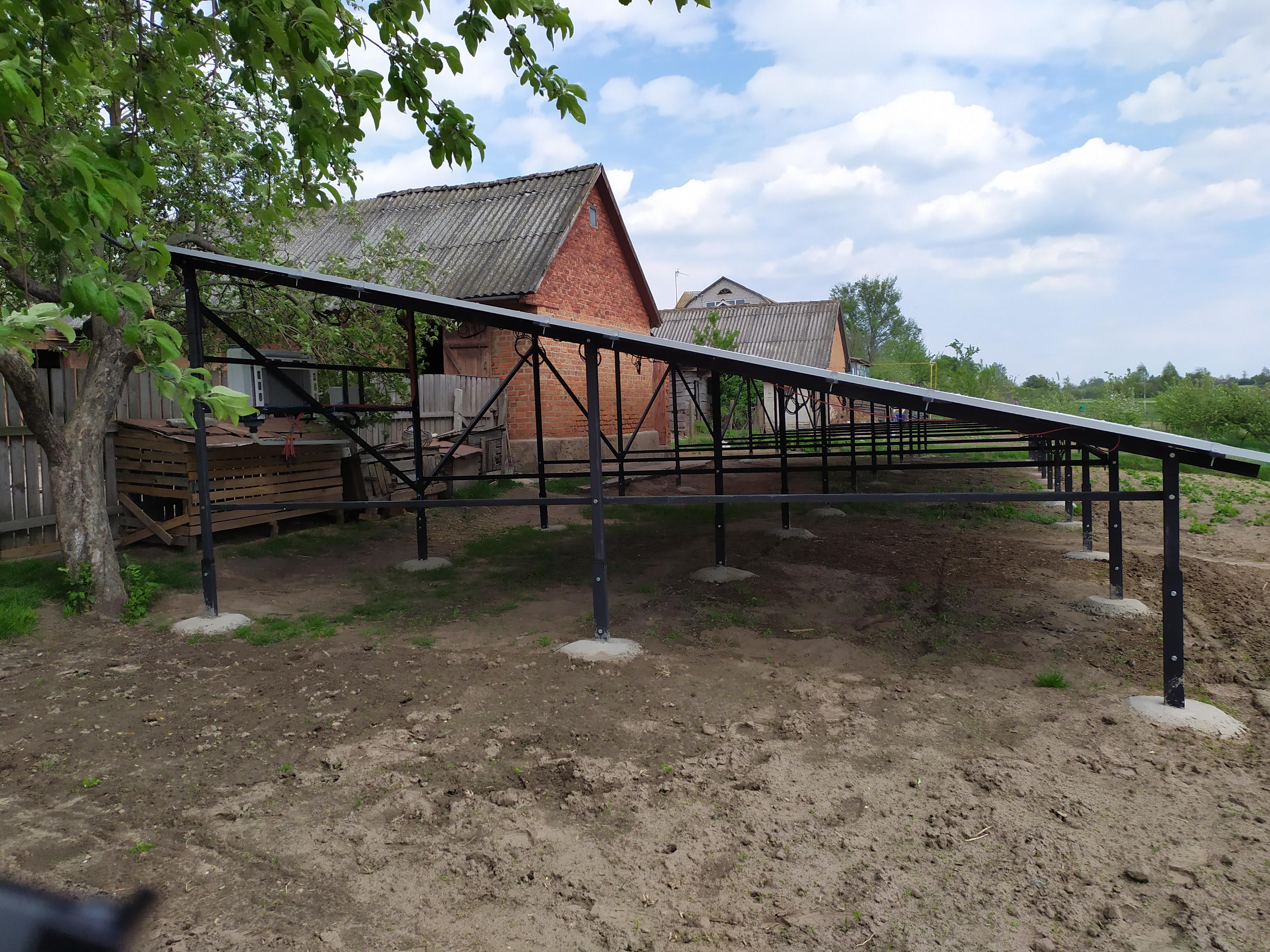 Наземна конструкція для розміщення 60-ти (20 кВт) сонячних панелей з чорного металу