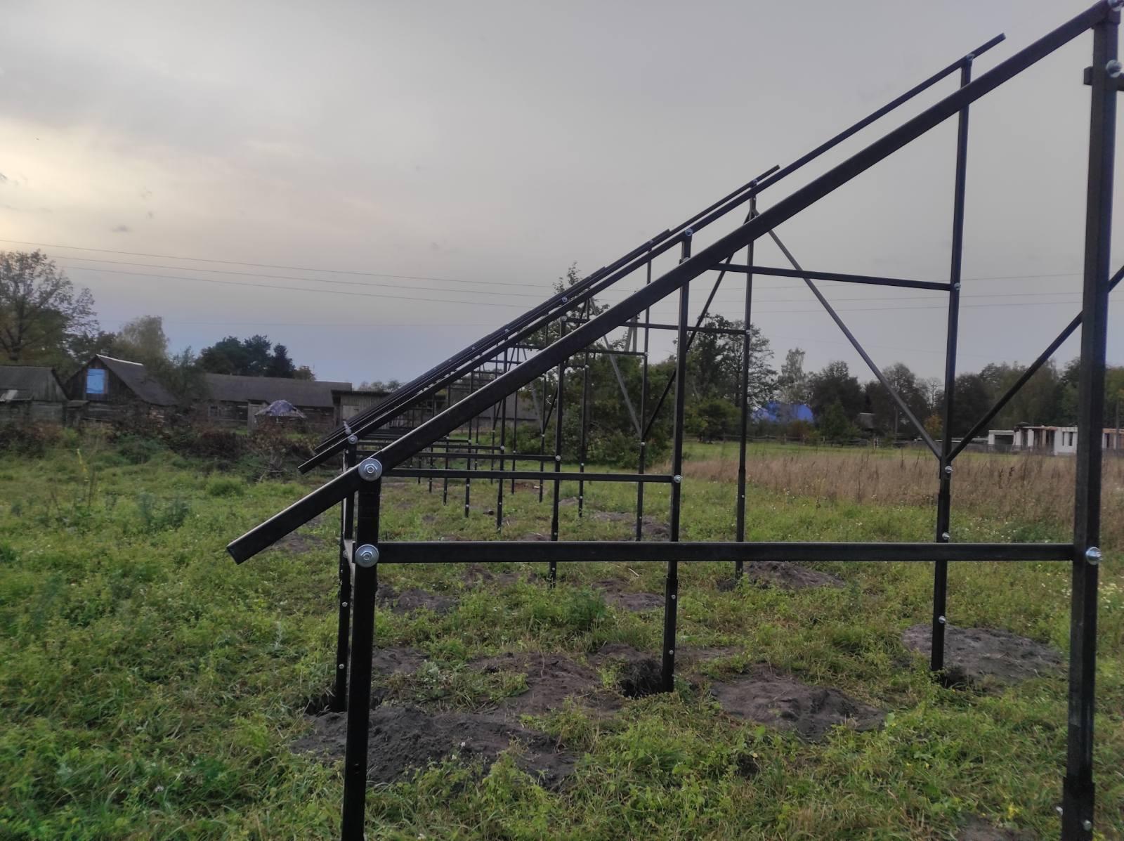 Наземна конструкція для розміщення 84-ох (30 кВт) сонячних панелей з чорного металу