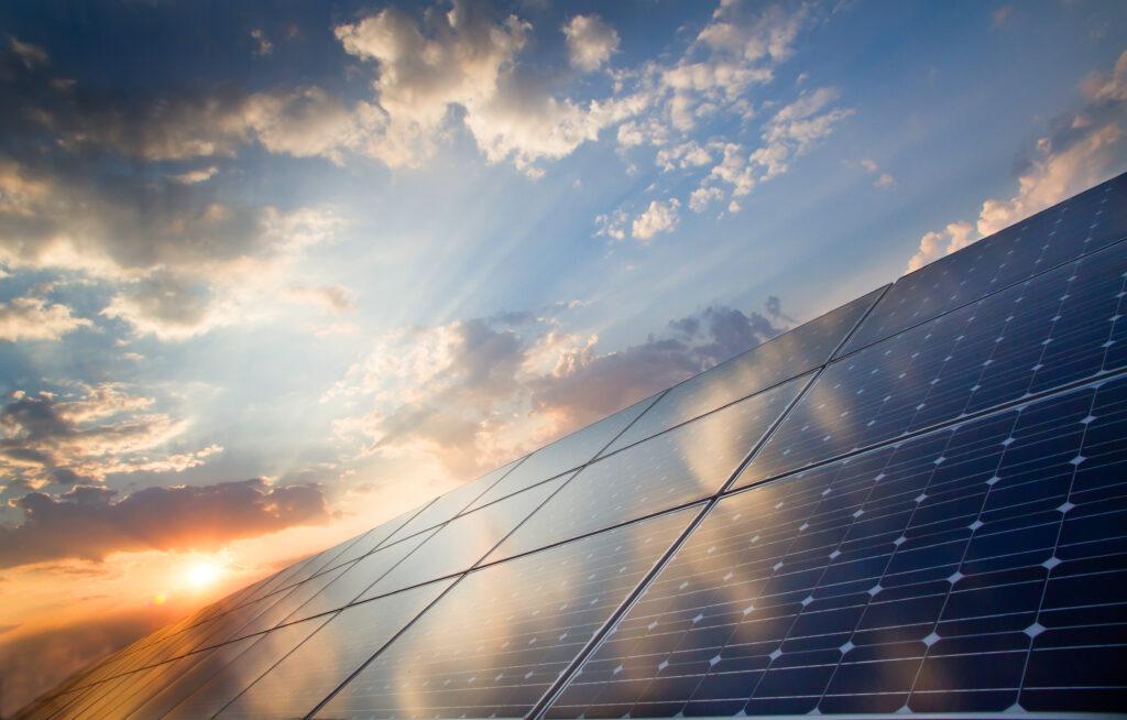 Що таке сонячна енергетика і чи потрібна вона Україні?