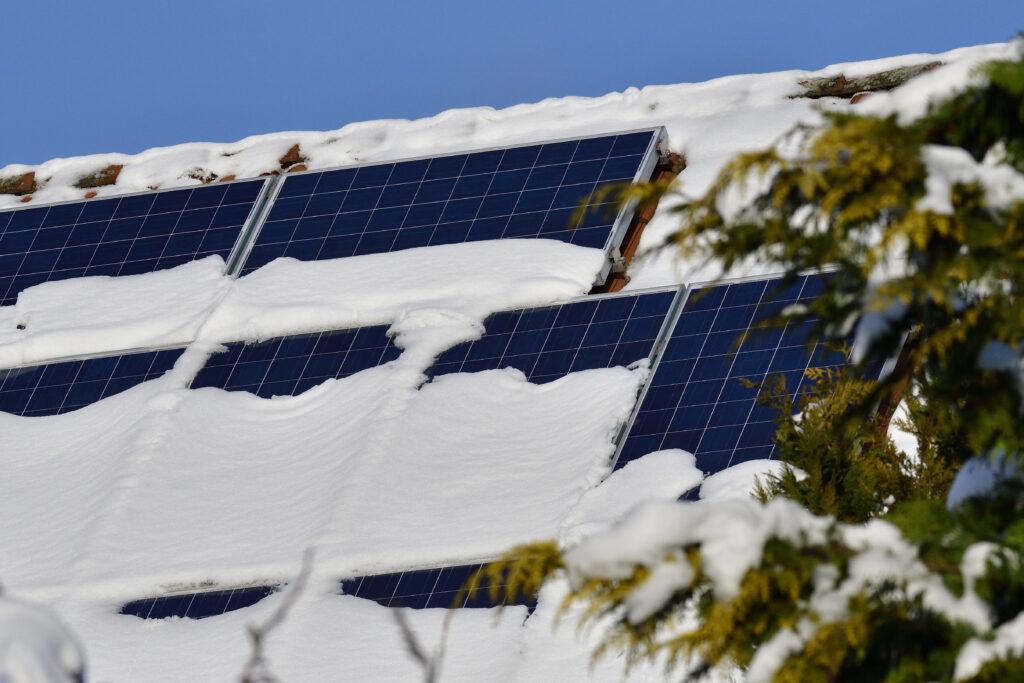 """Як підібрати сонячні батареї для дому під """"Зелений тариф"""" [ 5 Рекомендацій ]"""